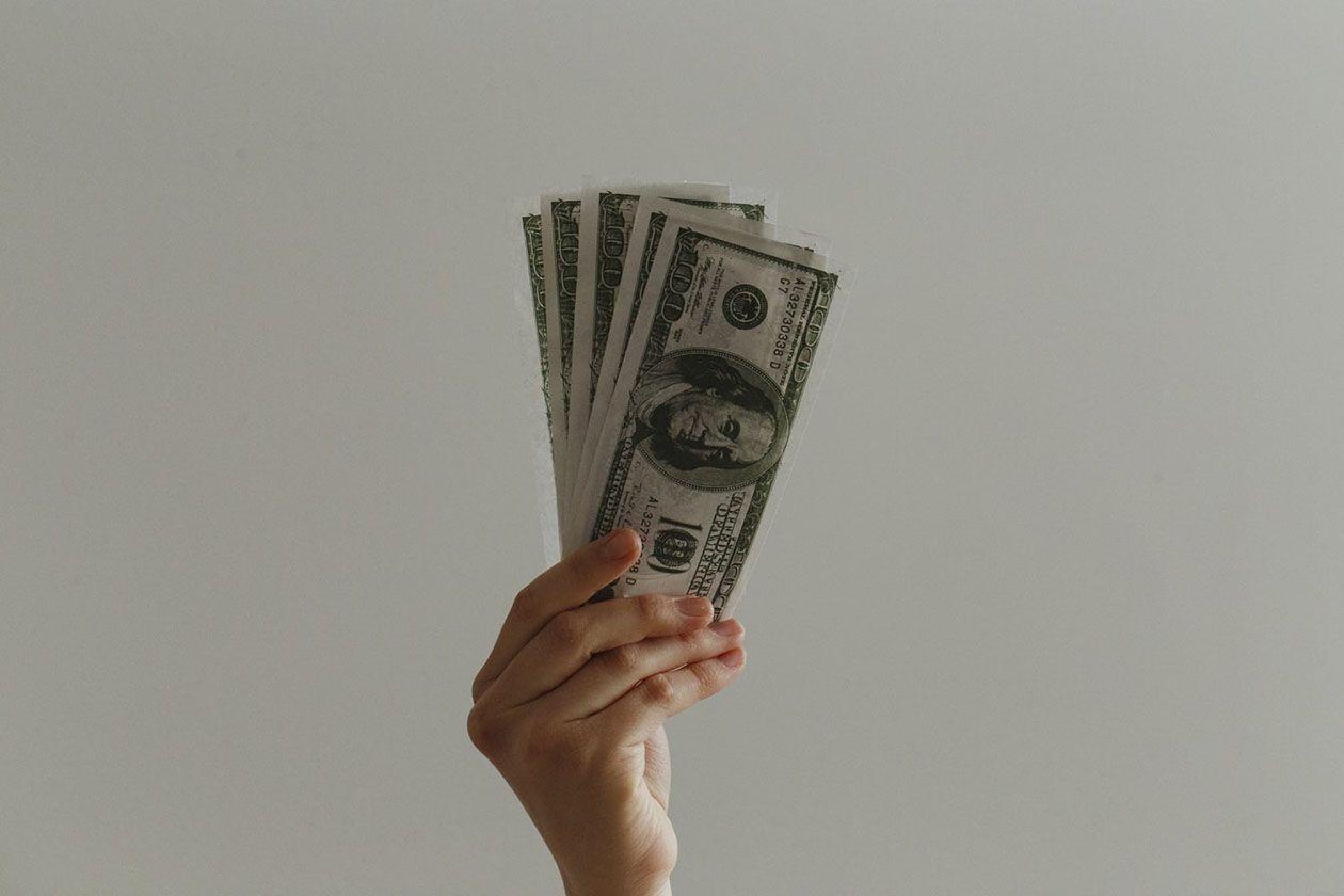 Cambiar dólares en España o en Estados Unidos