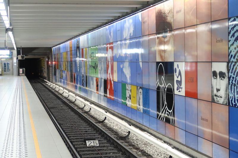 Parada de metro para el Atomium