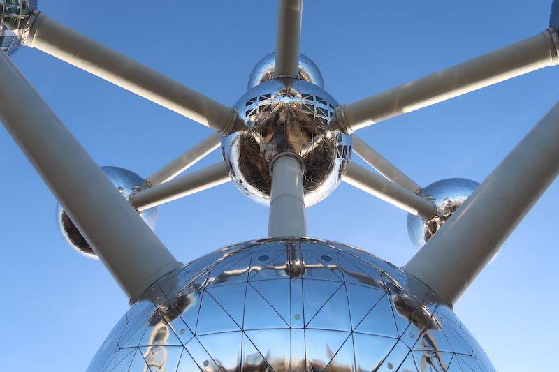 dirección del Atomium